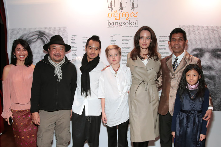 Анджелина Джоли с детьми на благотворительном концерте в Нью-Йорке (фото 1)