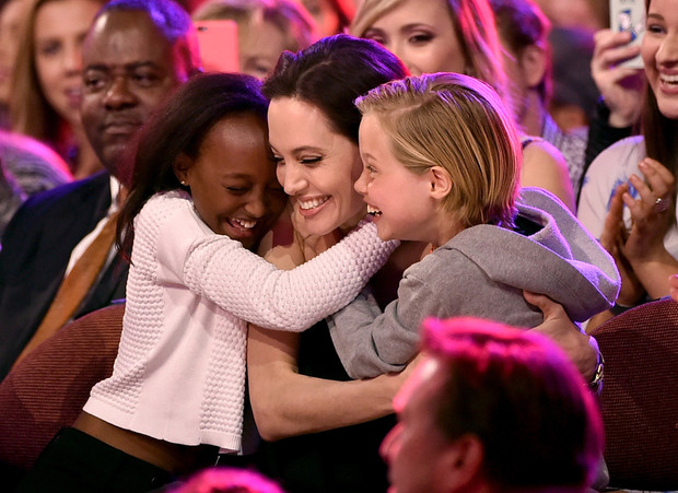 Анджелина Джоли с дочерьми Шайло и Захарой, 2015 год