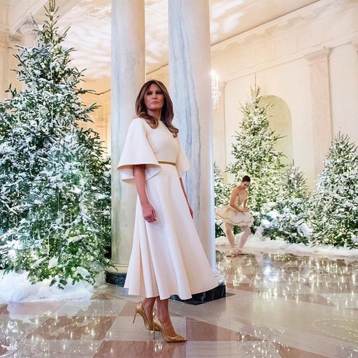 Праздник близко: роскошный образ Мелании Трамп на Рождество (фото 8)