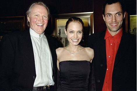 Анджелина Джоли помирилась с отцом после развода с Брэдом Питтом   галерея [1] фото [2]