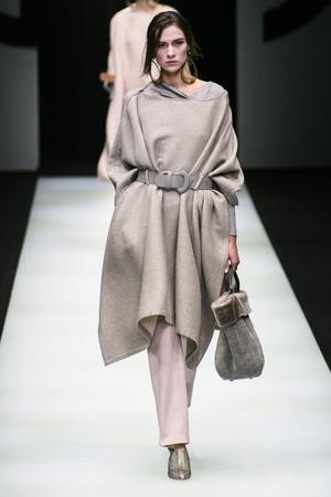 Показы мод Giorgio Armani осень-зима  2018-2019 | Подиум на ELLE - Подиум - фото 6691