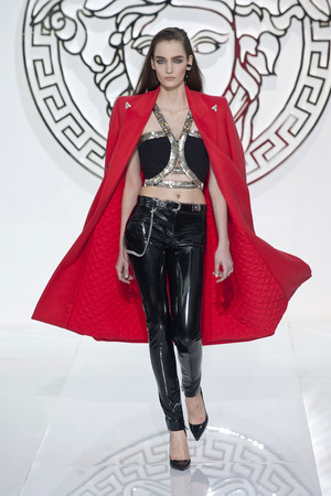 Показ Versace коллекции сезона Осень-зима 2013-2014 года Prêt-à-porter - www.elle.ru - Подиум - фото 519966