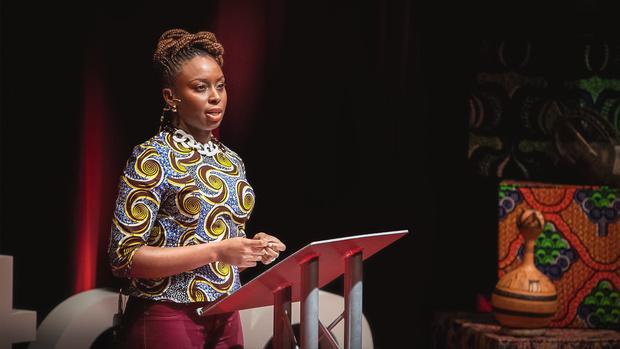 Нужно воспитывать в своем окружении «феминизм повседневности»: Чимаманда Нгози Адичи (фото 12)