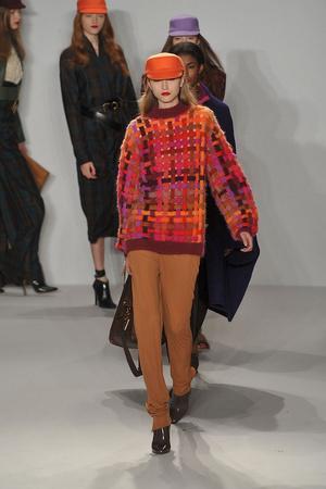 Показы мод Isaac Mizrahi Осень-зима 2009-2010 | Подиум на ELLE - Подиум - фото 3227