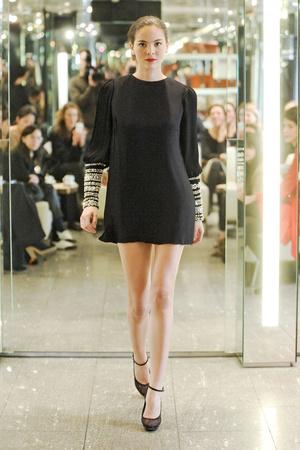 Показы мод Azzaro Осень-зима 2011-2012 | Подиум на ELLE - Подиум - фото 2152