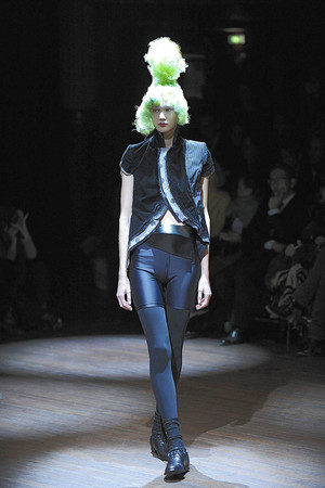 Показы мод Comme des Garcons Весна-лето 2010 | Подиум на ELLE - Подиум - фото 2945