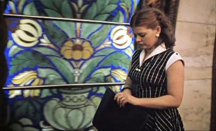 """Кадр из фильма """"Москва слезам не верит"""" (1979 год)."""