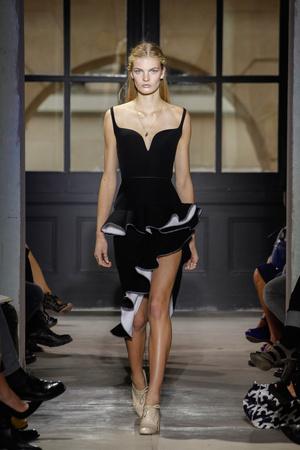 Показы мод Balenciaga Весна-лето 2013 | Подиум на ELLE - Подиум - фото 1047