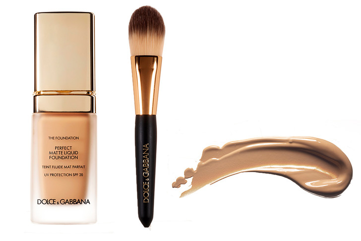 1.Тон Perfect Matte, 120, Dolce & Gabbana 2.Кисть для тона, Dolce & Gabbana 3.Тон Le Teint Touche Éclat, B20, Yves Saint Laurent