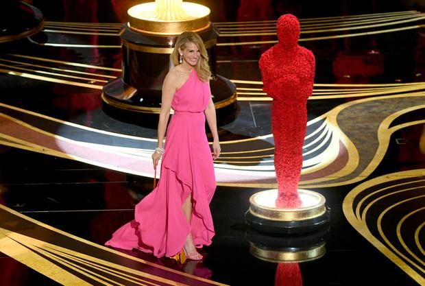 Общество красных конвертов: образы ведущих на «Оскаре-2019» (фото 15)