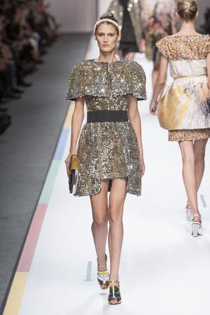 Показы мод Fendi Весна-лето 2013 | Подиум на ELLE - Подиум - фото 1099