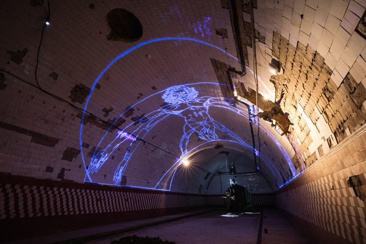 Инсталляция Олега Кулика в Крипте «Игры престолов» на Винзаводе (фото 0)