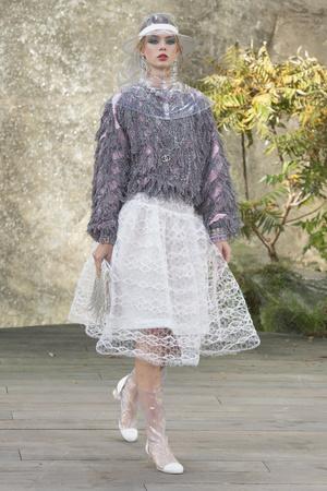 Показ Chanel коллекции сезона Весна-лето 2018 года Prêt-à-porter - www.elle.ru - Подиум - фото 659501