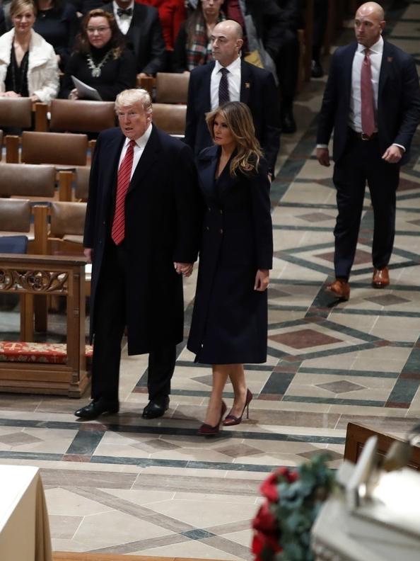 Сдержанная роскошь: Мелания Трамп на Рождественской службе в пальто Max Mara (фото 1.1)