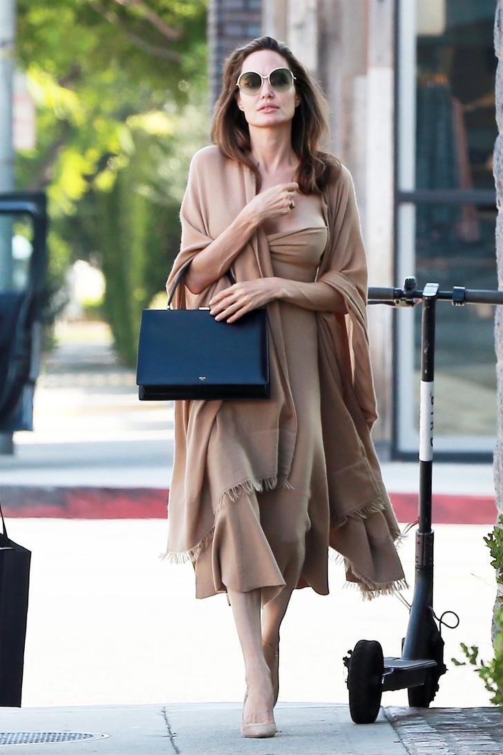 Анджелина Джоли в Лос-Анджелесе (фото 2)