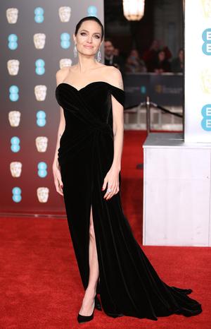 Глаз не отвести: Анджелина Джоли на премии BAFTA-2018 (фото 2)