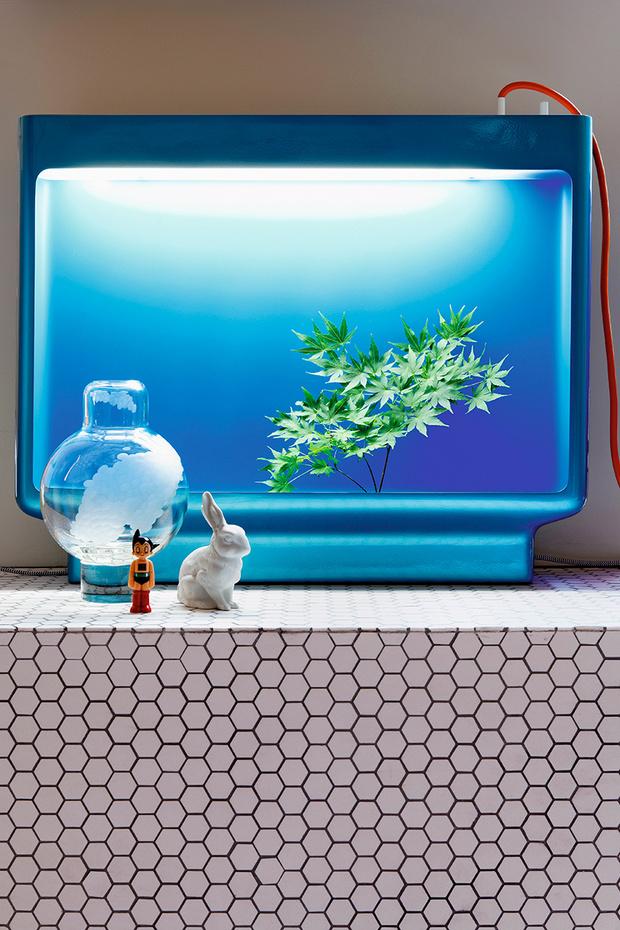 Ваза в форме телевизора — дизайн Ронана и Эрвана Буруллеков, Kreo Gallery.