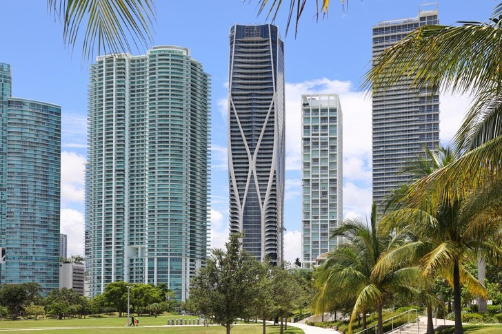 Первый жилой небоскреб по проекту Zaha Hadid Architects в Майами (фото 0)