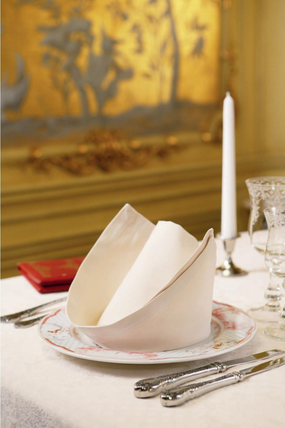 Как красиво сложить салфетки для сервировки стола (фото 6)