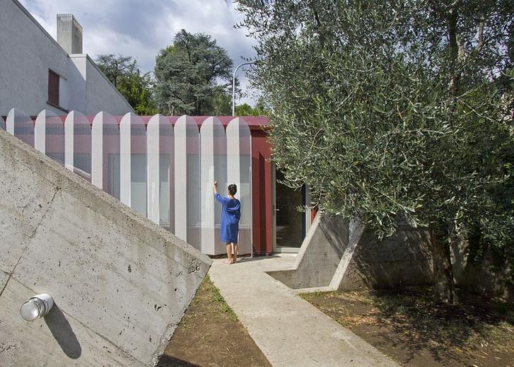 Микродом на веранде за ажурным забором в Италии (фото 0)