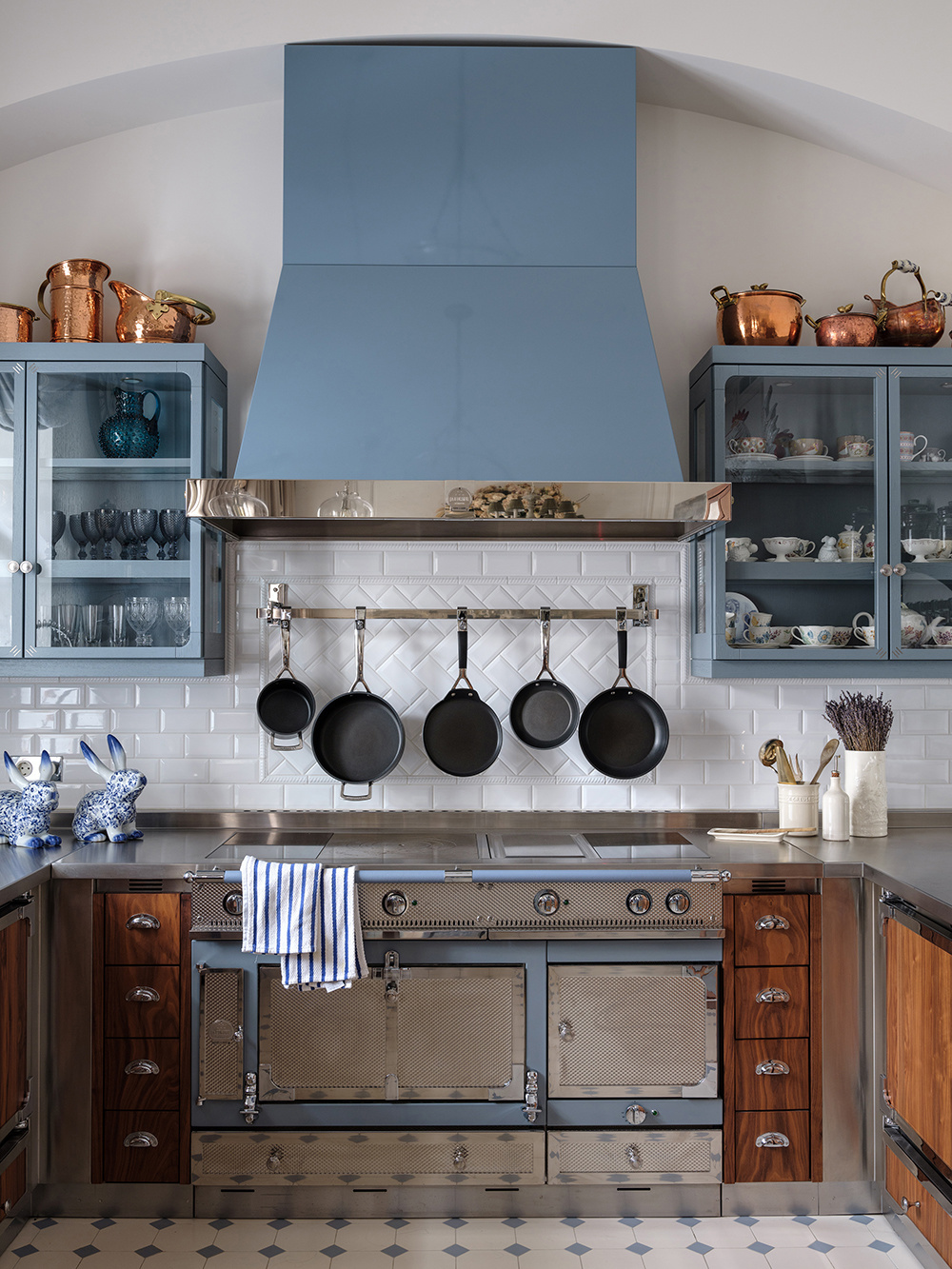 Голубой цвет на кухне: 20+ примеров (галерея 1, фото 3)