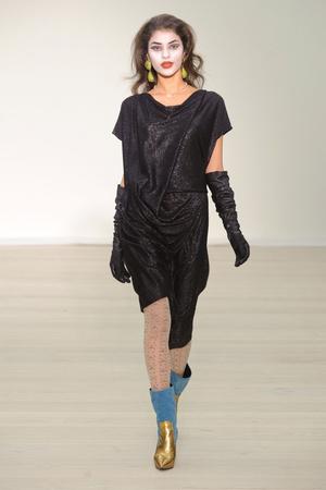 Показ Vivienne Westwood Red Label коллекции сезона Осень-зима 2013-2014 года Prêt-à-porter - www.elle.ru - Подиум - фото 502500