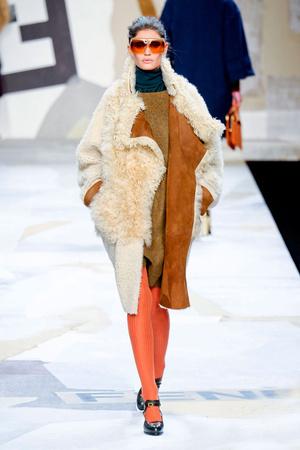 Показы мод Fendi Осень-зима 2011-2012 | Подиум на ELLE - Подиум - фото 2245