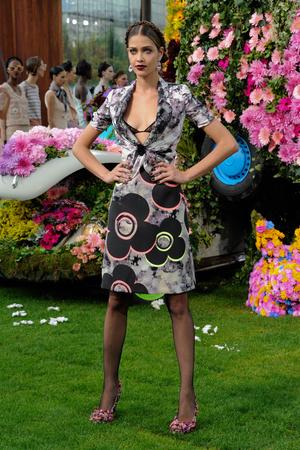 Показ Emanuel Ungaro коллекции сезона Весна-лето 2011 года Prêt-à-porter - www.elle.ru - Подиум - фото 190210
