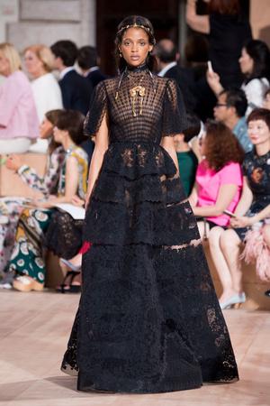 Показ Valentino коллекции сезона Осень-зима 2015-2016 года haute couture - www.elle.ru - Подиум - фото 597452