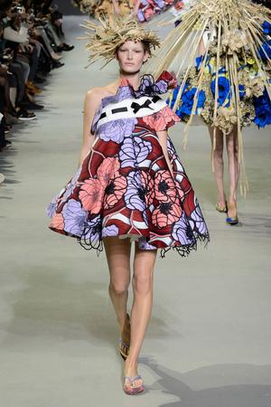 Показ Viktor & Rolf коллекции сезона Весна-лето 2015 года Haute couture - www.elle.ru - Подиум - фото 593339