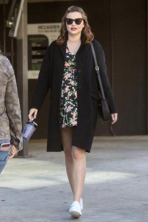 Фото дня: беременная Миранда Керр на прогулке в Голливуде (фото 1)
