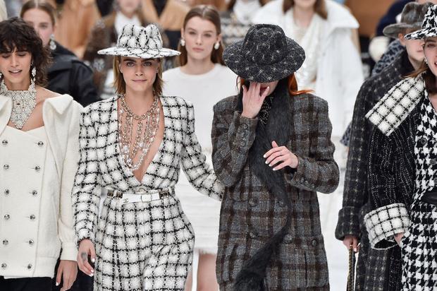 Последний показ эры Карла: Chanel RTW Fall 2019 (фото 11)