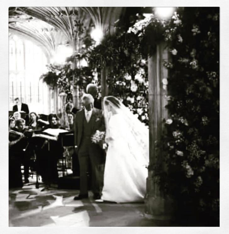 Чистота и простота: дизайнер, создававшая подвенечное платье Меган Маркл, опубликовала неизвестные снимки свадебной церемонии (фото 6)