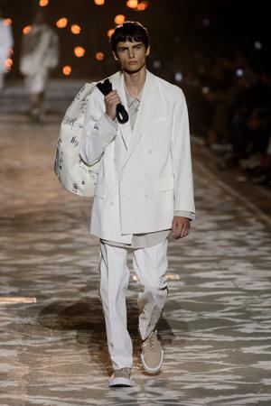Показы мод Hugo Весна-лето 2018 | Подиум на ELLE - Подиум - фото 4937