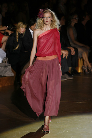 Показы мод Marc Jacobs Весна-лето 2011 | Подиум на ELLE - Подиум - фото 2651