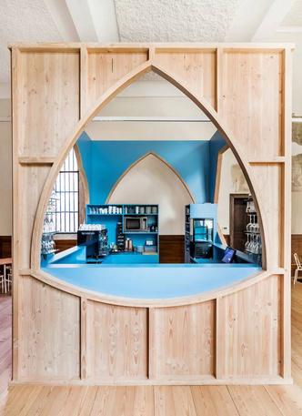 В главном кафедральном соборе Антверпена открылся бар (фото 5.1)