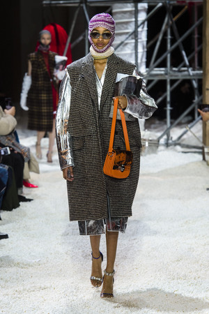 Показ Calvin Klein коллекции сезона осень-зима  2018-2019 года Prêt-à-porter - www.elle.ru - Подиум - фото 686001