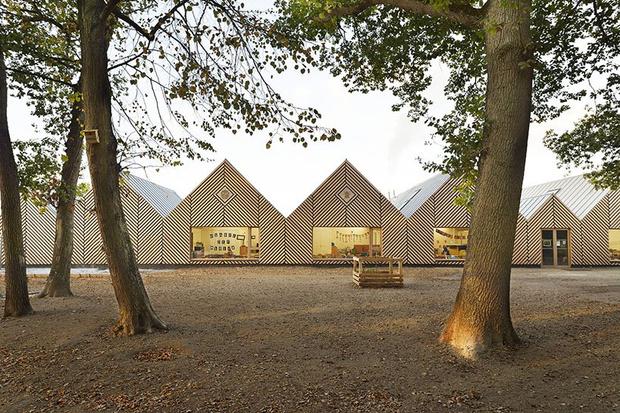 Деревянная школа на юге Франции от Tracks Architectes (фото 0)