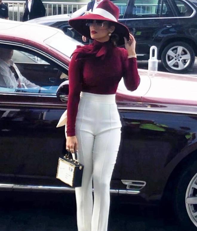 Красное и белое: Дженнифер Лопес в эффектном образе на встрече в Катаре (фото 2.2)