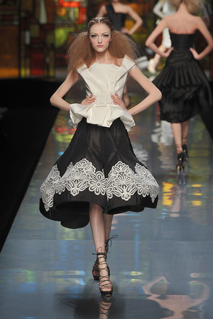 Показ Christian Dior коллекции сезона Весна-лето 2009 года Haute couture - www.elle.ru - Подиум - фото 86397