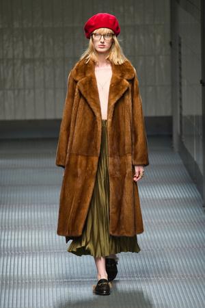 Показы мод Gucci Осень-зима 2015-2016 | Подиум на ELLE - Подиум - фото 4267