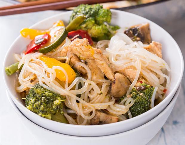 Рецепт: Лапша ширатаки по-тайски — Elle.ru