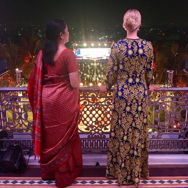 Все образы Иванки Трамп из тура в Индию (фото 10)