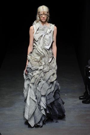 Показ Yiqing Yin коллекции сезона Весна-лето 2014 года haute couture - www.elle.ru - Подиум - фото 575318