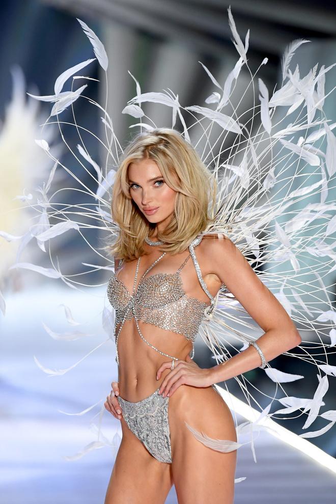 Прекрасные создания: самые яркие образы с шоу Victoria's Secret (фото 22.2)