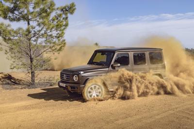 Невозможное возможно: Mercedes-Benz усовершенствовали легендарный G-Класс (галерея 6, фото 0)