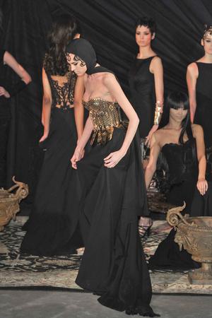 Показ Franck Sorbier коллекции сезона Весна-лето 2010 года Haute couture - www.elle.ru - Подиум - фото 138796