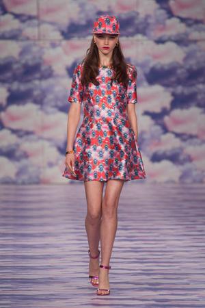 Показы мод House of Holland Весна-лето 2014 | Подиум на ELLE - Подиум - фото 3561