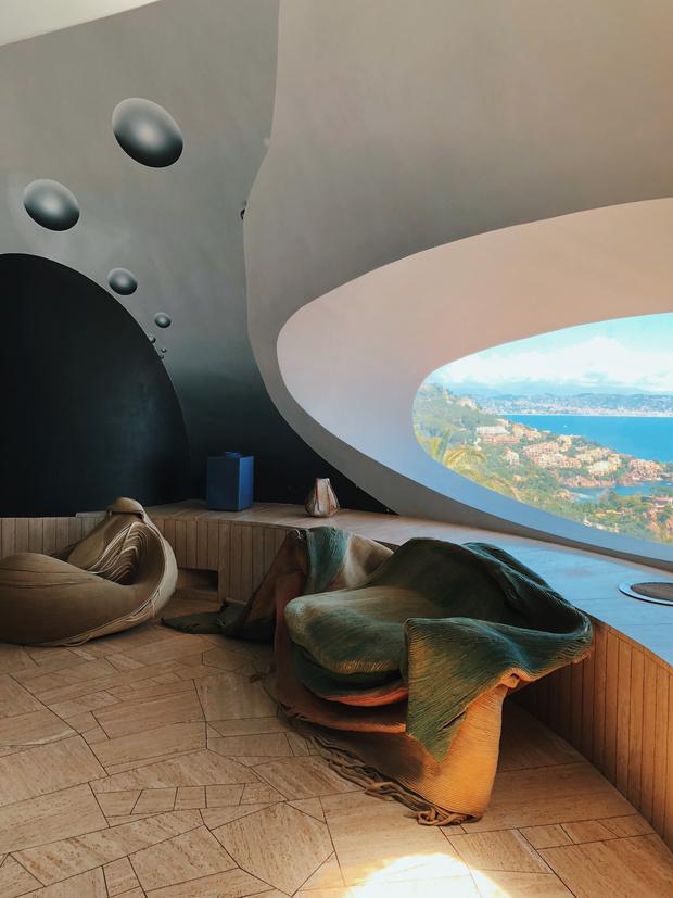 Дом-пузырь Пьера Кардена (фото 4)