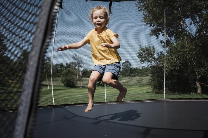 Лучше гаджетов: как организовать игровую зону на даче для детей (фото 15)